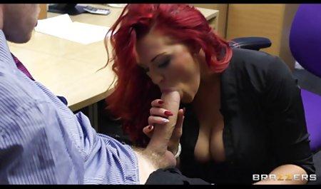 નૃત્ય છોકરી ઘૂંટણ જુઓ પોર્ન સાથે પુખ્ત જુવાન પર labia