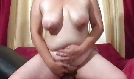 થોડી Goldie બનાવે છે એક મહાકાવ્ય પોર્ન વીડિયો સાથે ઓનલાઇન યુવાન મારવી