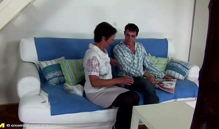 યુકે કિશોર કે કિશોરી પોર્ન સાથે એક યુવાન mulatto લોરેન રમતા તેના બેડ
