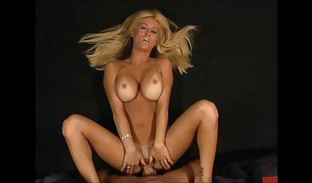 સ્નાયુ પોર્ન સાથે યુવાન પહેલા વ્યક્તિ Fucks નીચ દાદી