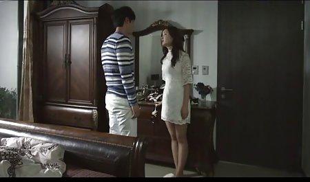 સુંદર પોર્ન ઘૂંટણ સાથે યુવાન કોરિયન દેવી નગ્ન