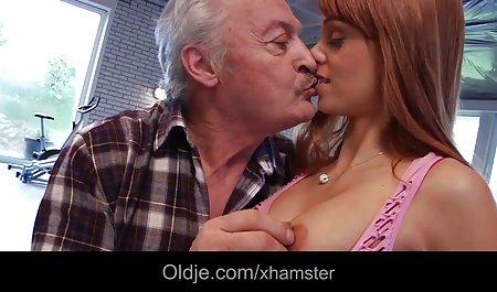 સોનેરી પોર્ન સાથે યુવાન સેક્રેટરી વાળ વાળી છોકરી Masturbates પહેલાં વાહિયાત